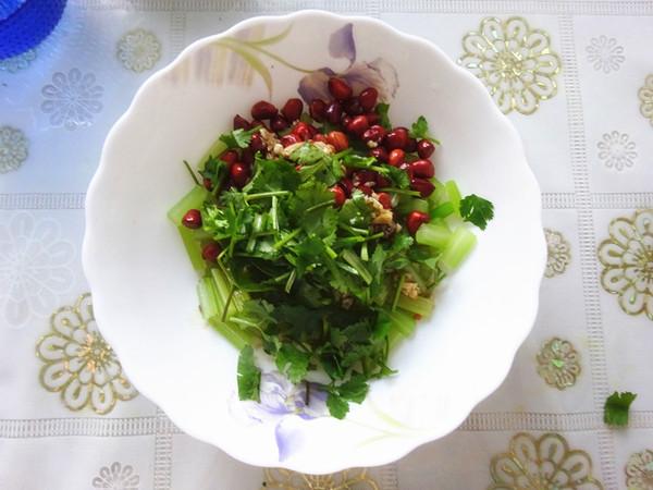 芹菜拌花生怎么煮