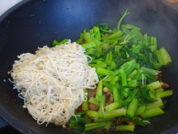 羊肉金针菇炒芹菜怎么做