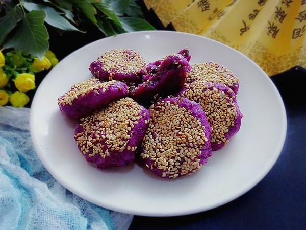 紫薯枣泥芝麻饼成品图