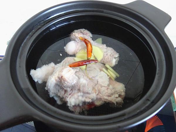 羊腿木耳汤的做法大全