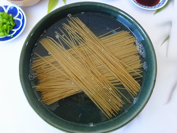 凉拌莜麦面的家常做法