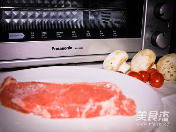 西冷牛排配黑椒蘑菇的做法大全