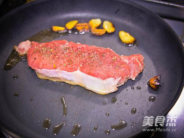 西冷牛排配黑椒蘑菇怎么煮