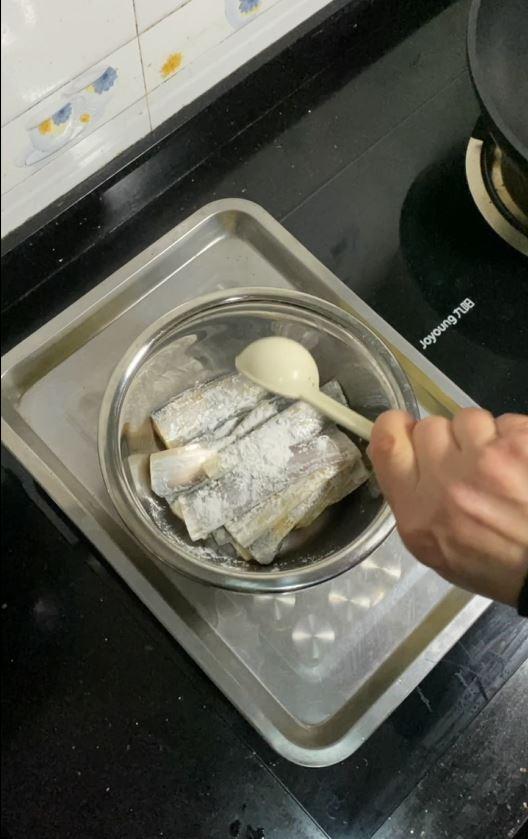 带鱼这样做,酥脆的连鱼骨头都可以吃的做法大全