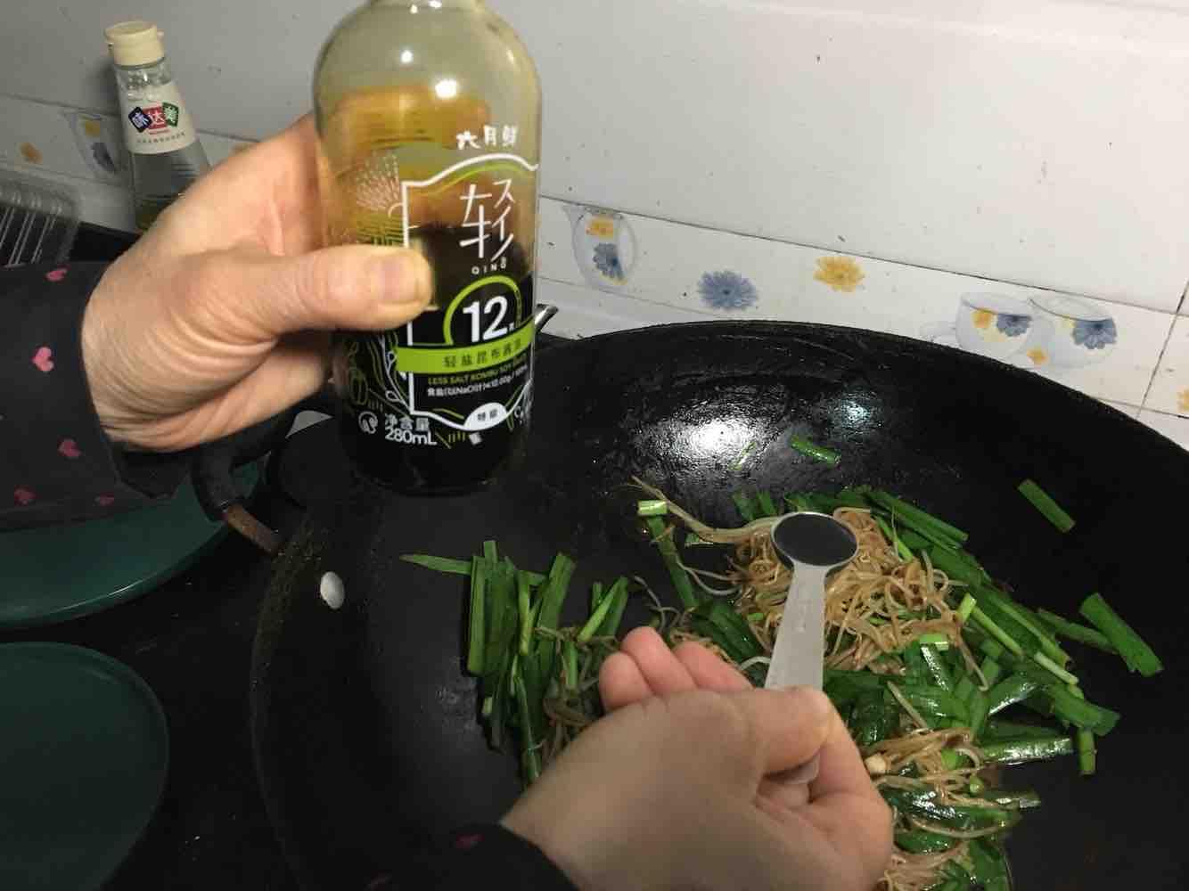 韭菜炒绿豆芽怎么做