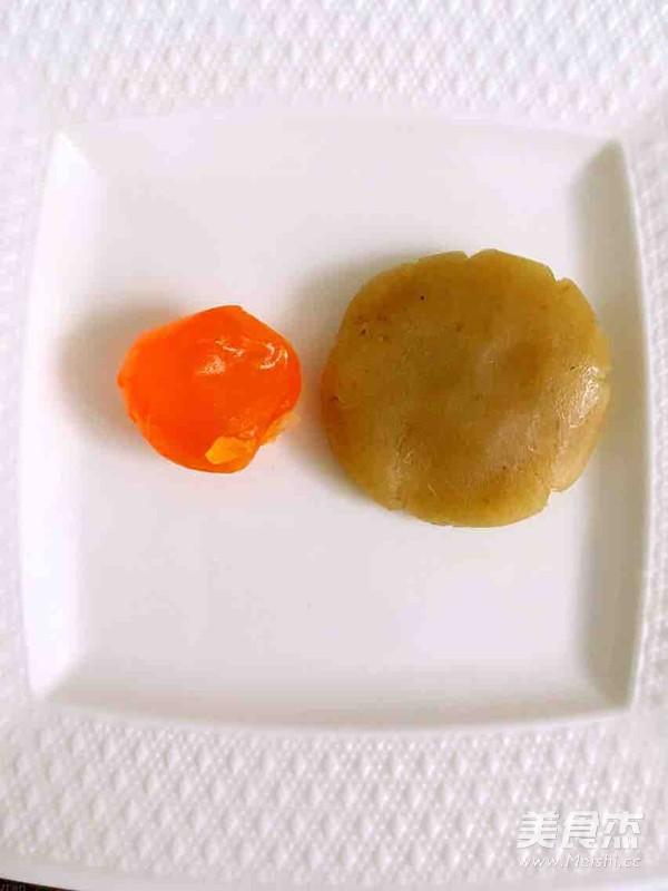 蛋黄月饼怎么吃