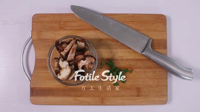 香菇焖鸡腿的简单做法