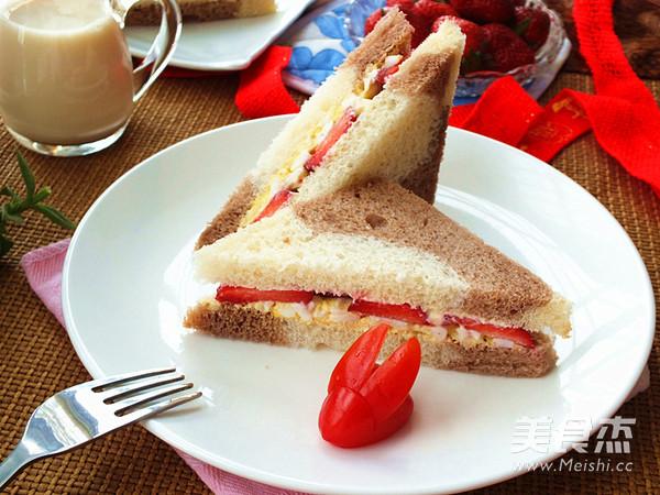 草莓蛋泥三明治成品图