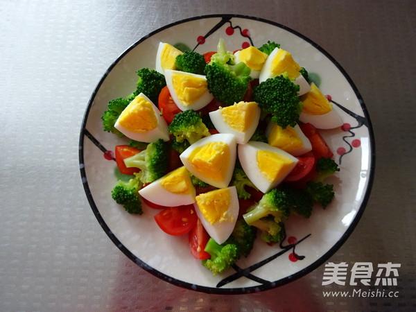 西蓝花鸡蛋沙拉的步骤