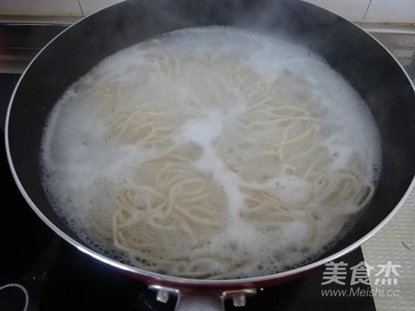 香菇胡萝卜炒面的家常做法