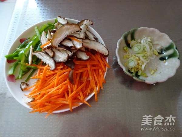 香菇胡萝卜炒面的做法图解