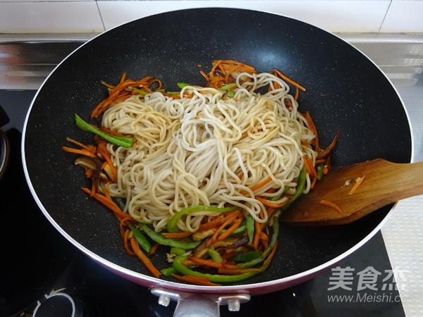 香菇胡萝卜炒面怎么煮