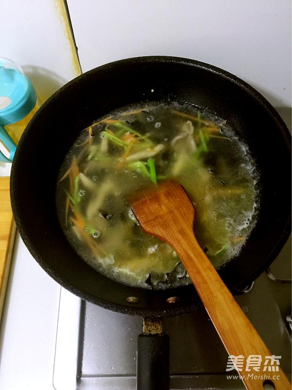 酸辣开胃汤怎么吃