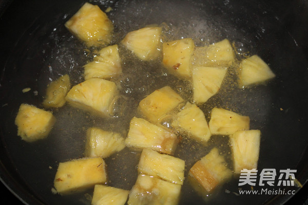 菠萝咕咾肉的家常做法
