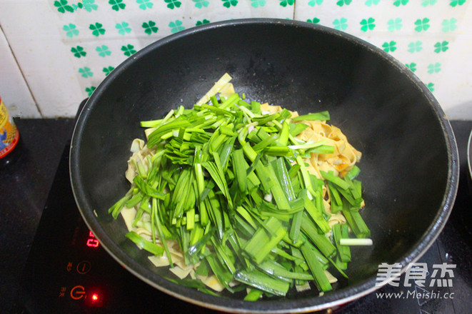 韭菜炒干豆腐怎么炖