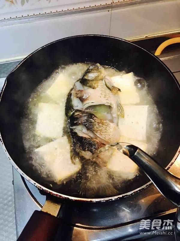 豆腐鲫鱼汤的家常做法