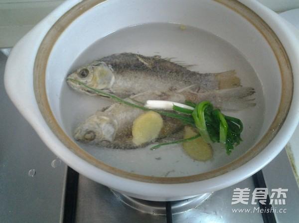 鲫鱼汤的家常做法