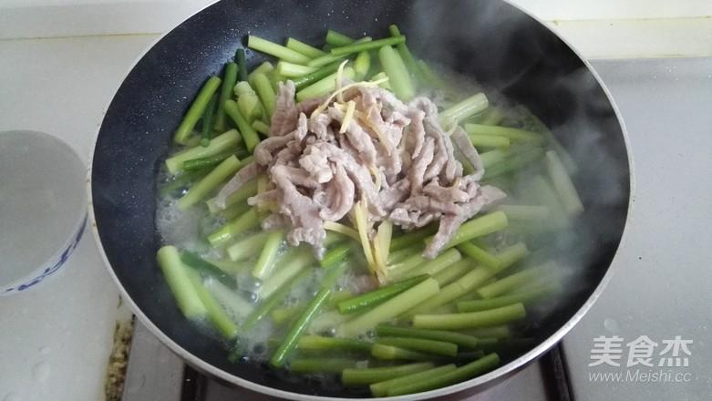蒜苗炒肉丝怎么吃