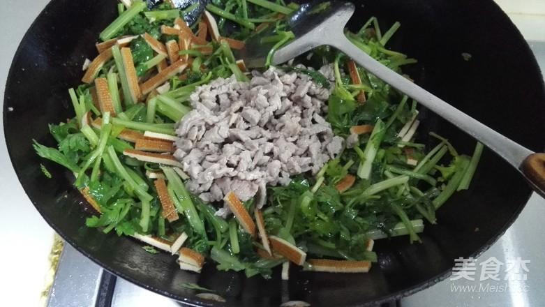 芹菜香干炒肉丝怎么吃