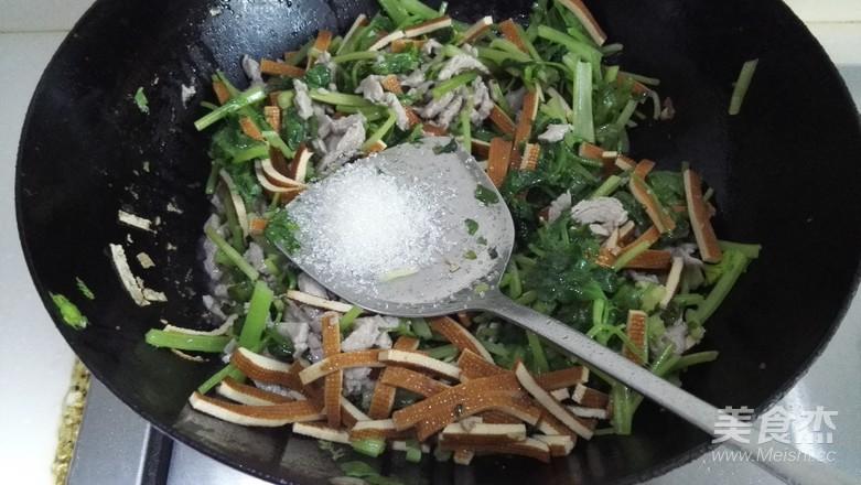 芹菜香干炒肉丝怎么做