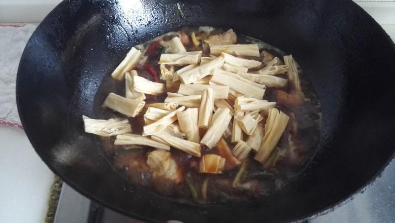 五花肉烧腐竹怎么做