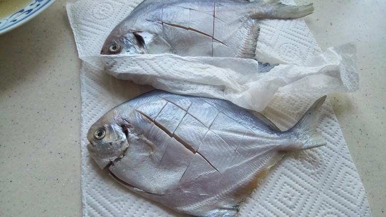 香煎鲳鱼的步骤
