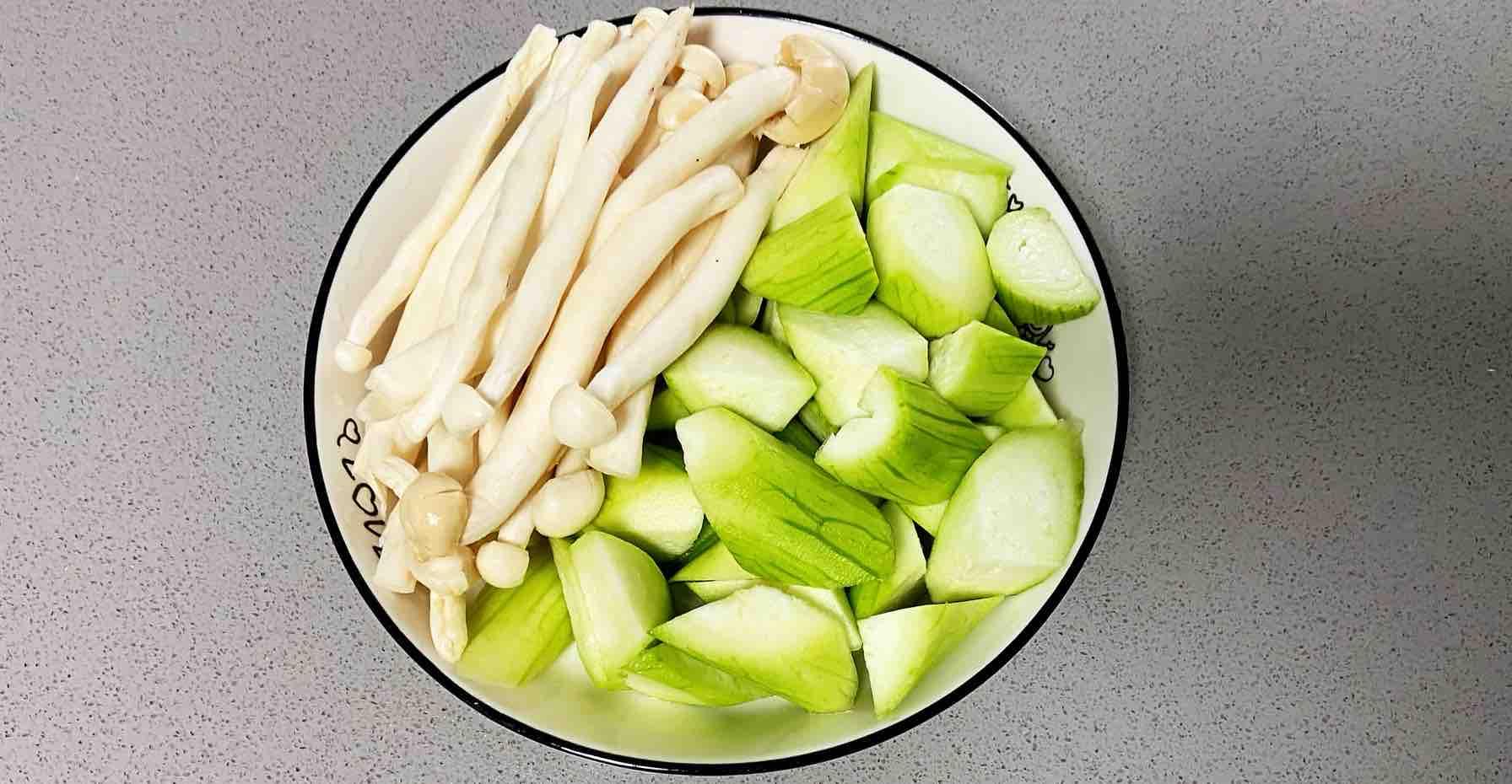 鸡蛋白玉菇焖丝瓜,清淡又鲜香,简单却营养~的做法大全