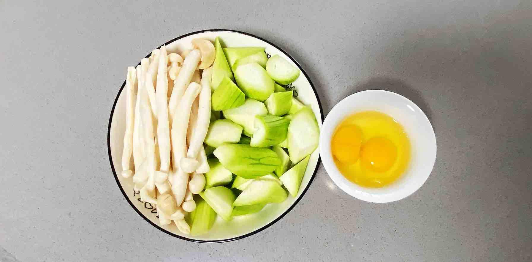 鸡蛋白玉菇焖丝瓜,清淡又鲜香,简单却营养~的做法图解