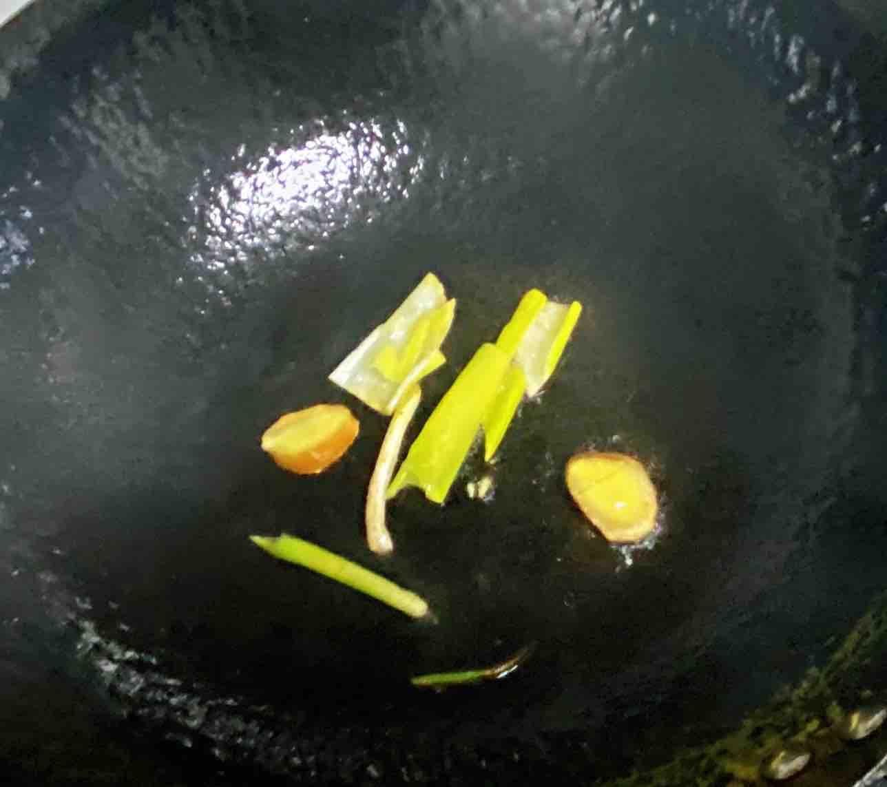 鸡蛋白玉菇焖丝瓜,清淡又鲜香,简单却营养~怎么炒