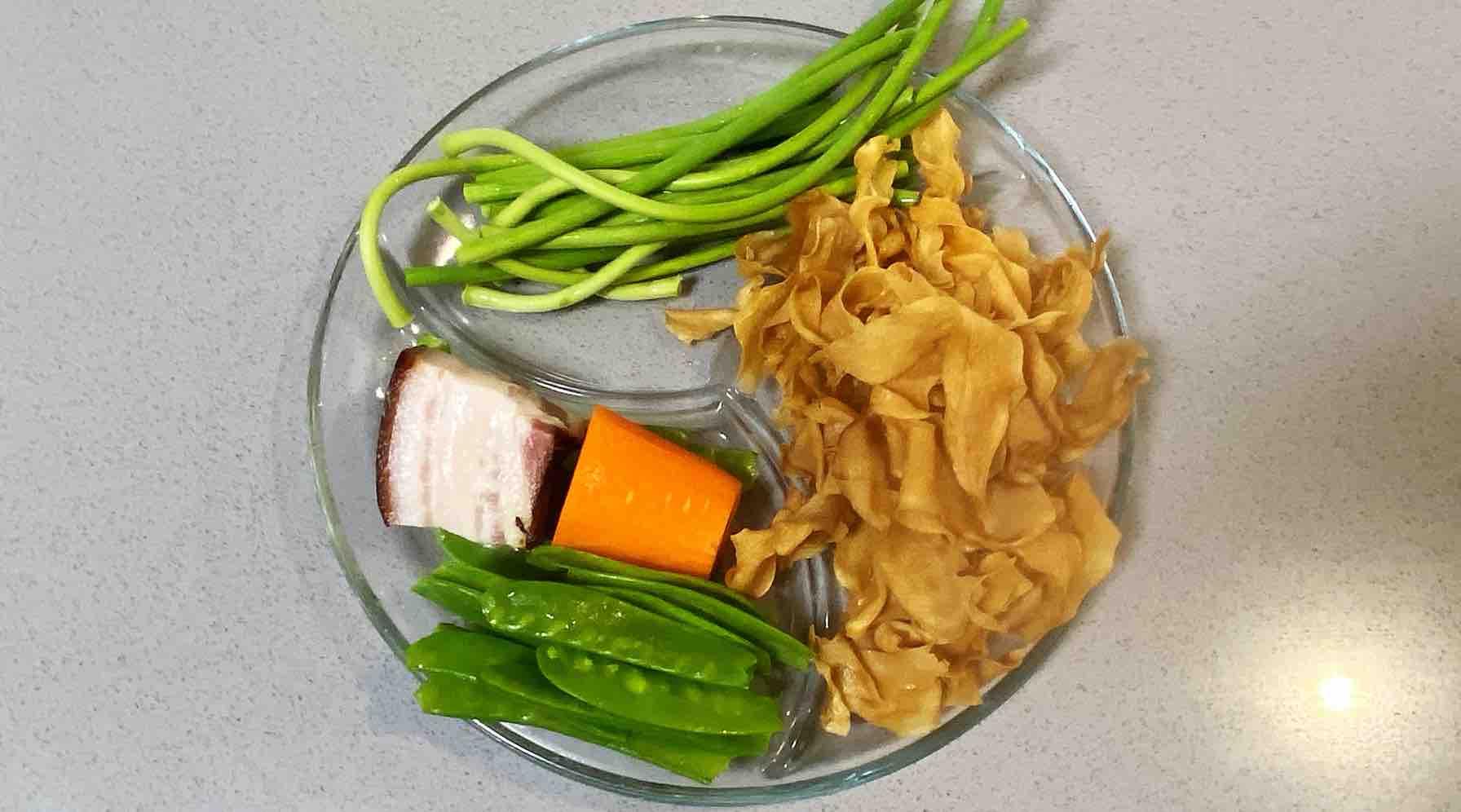【孕妇食谱】腊肉杏鲍菇炒荷兰豆,口感劲道,腊味扑鼻,色香又味美的做法大全