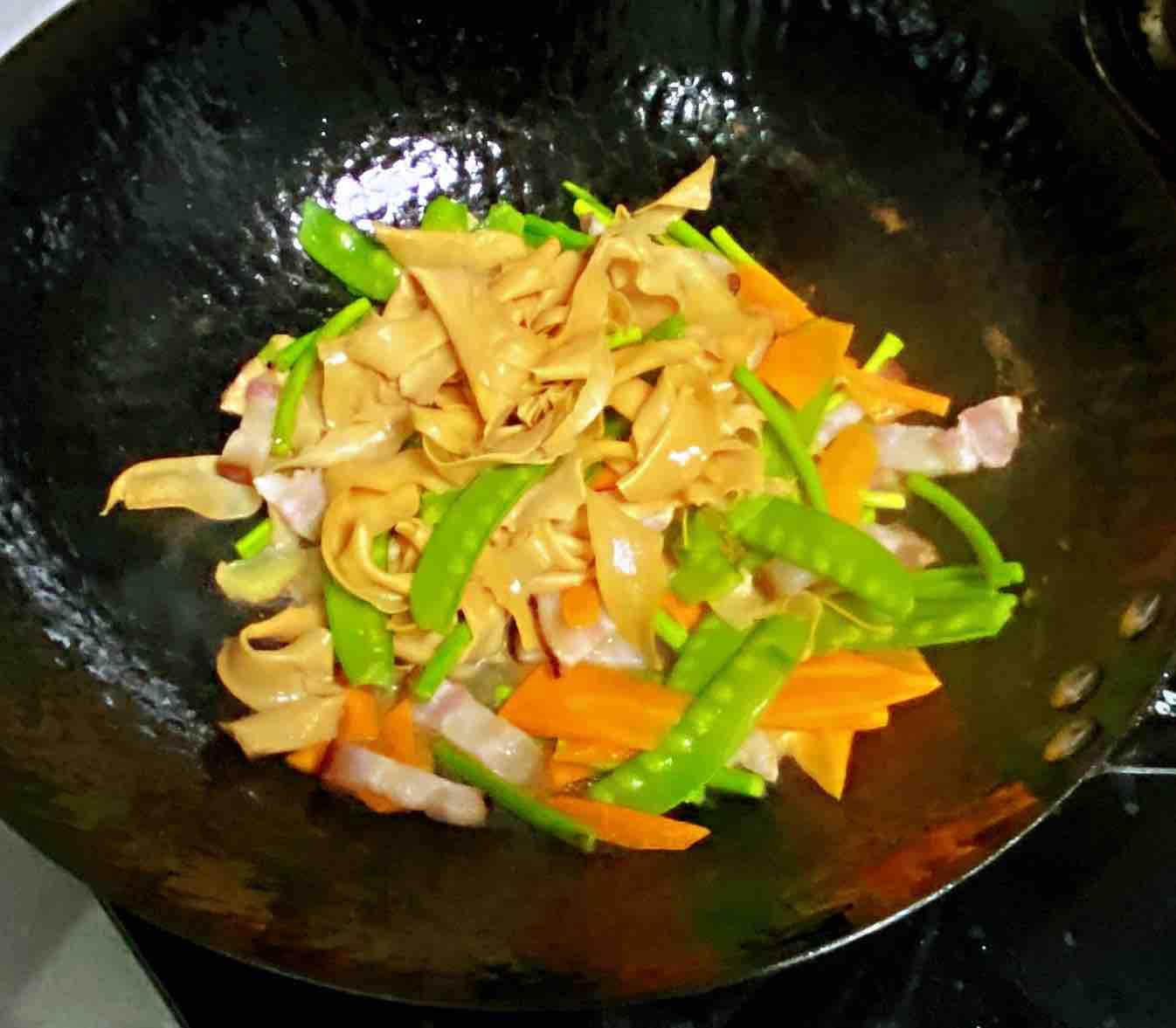 【孕妇食谱】腊肉杏鲍菇炒荷兰豆,口感劲道,腊味扑鼻,色香又味美怎么煮