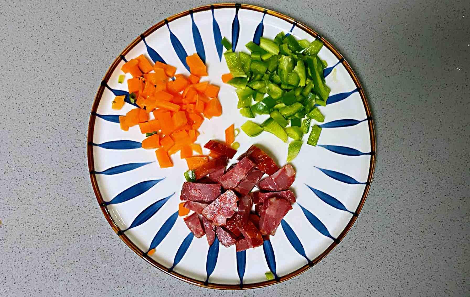 【孕妇食谱】腊肠时蔬炒饭,颜色好看,味道超赞~的步骤