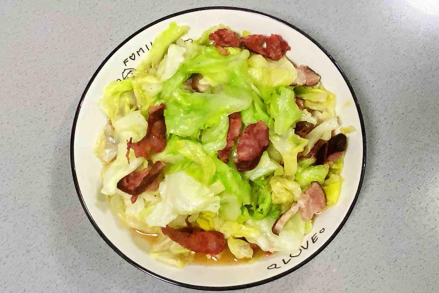 【孕妇食谱】手撕包菜炒腊肠,好吃又好看,美味又下饭~的步骤