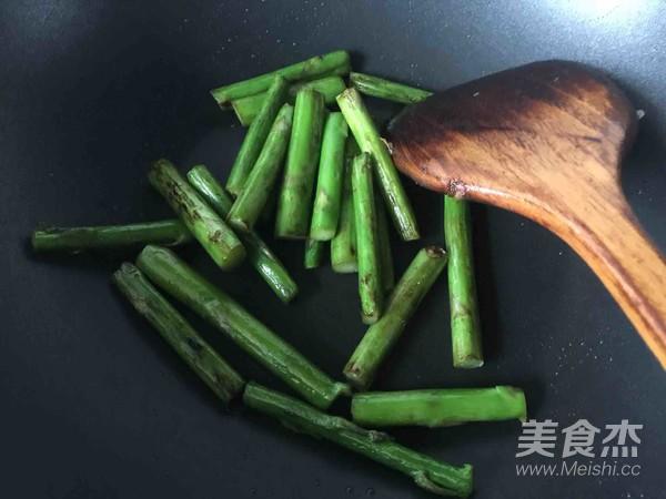 芦笋炒鲜贝肉的家常做法
