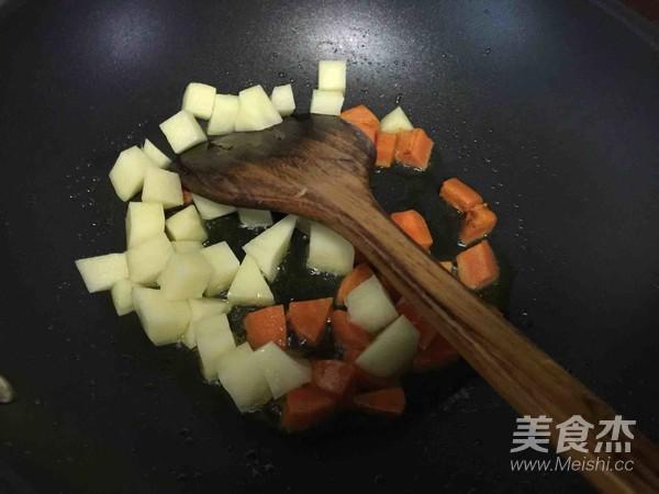 咖喱鱼蛋饭的家常做法