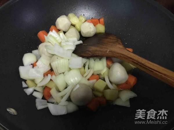 咖喱鱼蛋饭怎么吃
