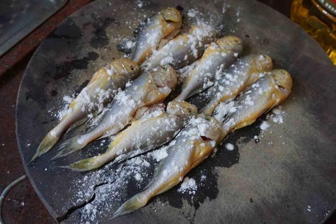 酥炸小黄鱼怎么吃