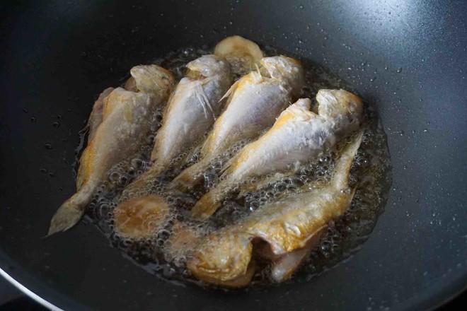 酥炸小黄鱼怎么炖