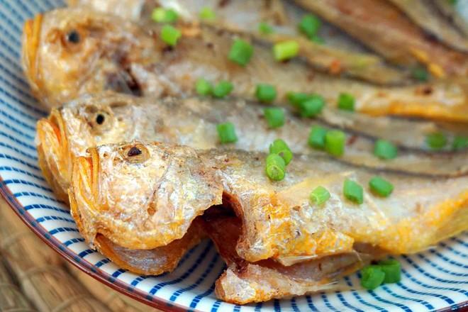 酥炸小黄鱼成品图