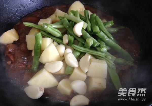 土豆豆角炖五花肉怎样炒