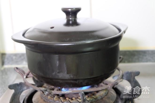 砂锅炖五花肉的步骤