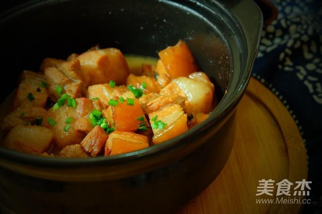 砂锅炖五花肉成品图