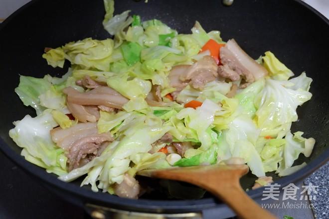 五花肉炒圆白菜怎样做