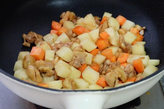 土豆烧鸡腿肉怎么炖