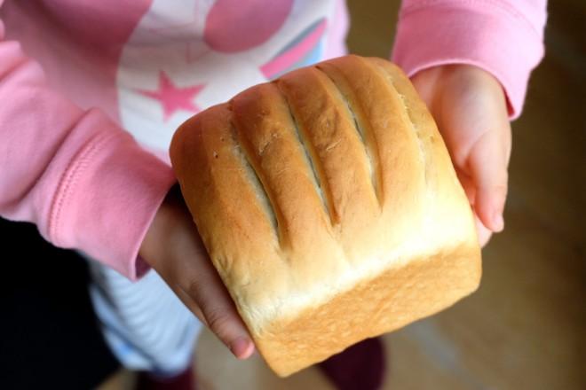 豆沙吐司面包成品图