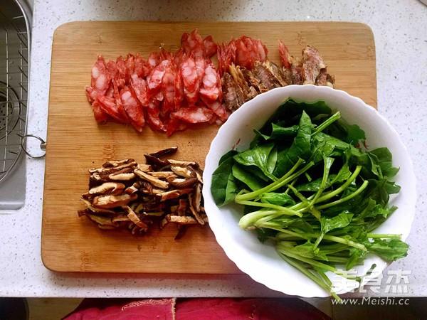 腊肉煲仔饭的家常做法
