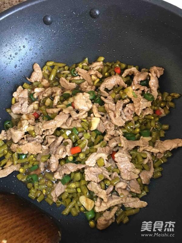酸豆角炒肉丝的家常做法