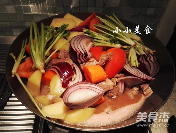 红酒炖牛肉 ,传说中的法式名菜,中式做法更接地气,味道超赞怎样炒