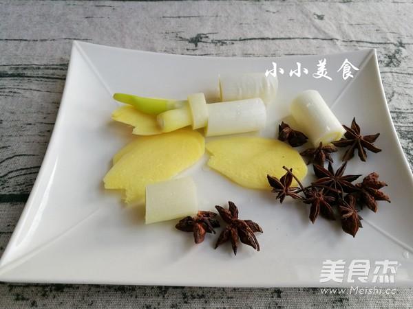 酸菜炖排骨:酸爽解腻的东北大菜的家常做法