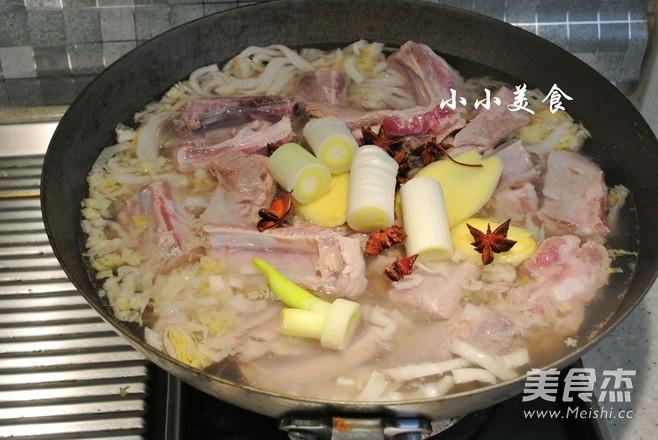 酸菜炖排骨:酸爽解腻的东北大菜怎么做